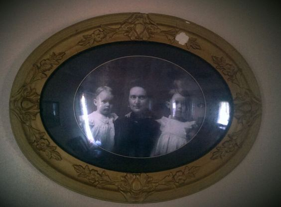 Moore family, Villisca ax murder house, Villisca Iowa, haunted house, ghost hunting.