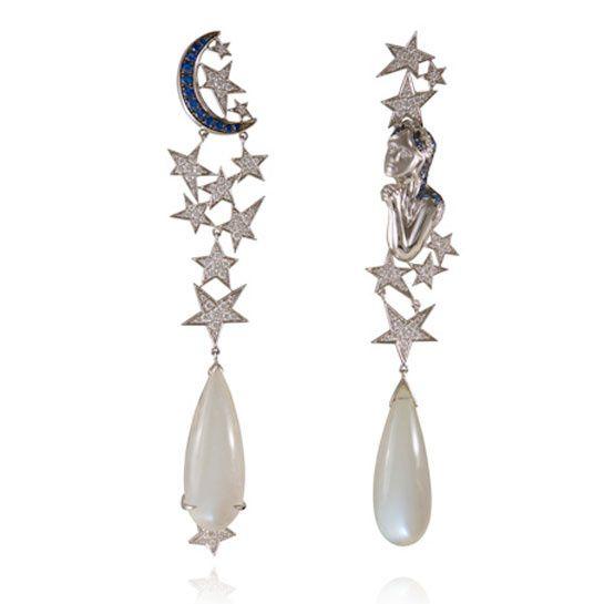 Bijoux astro: boucles d'oreilles Vierge de Lydia Courteille http://www.vogue.fr/joaillerie/shopping/diaporama/astro-l-annee-2014-en-12-signes-et-bijoux/16983/image/897231#!bijoux-astro-vierge-lydia-courteille