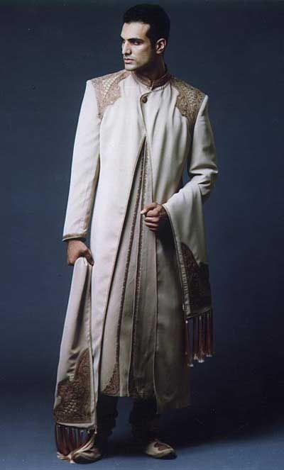 パキスタンの男性の衣装 正装編 : 【美男すぎる】パキスタン衣装男子 30枚【かっこいい民族衣装】 - NAVER まとめ パキスタンの男性の衣装 正装編 シャルワニ(Shalwani)+シャルワル(Salwar)+ドゥパッタ(Dupatta)  シャルワニ 18世紀に着られていたシャルワール(ゆったりしたズボン)・カミズ(ゆったりとした丈の長いシャツ)とイギリスのフロックコートが融合した男性用の丈の長い上着。厚みのあるシルクに刺繍が施されていることが多い。  シャルワール 布をたっぷり使ったゆったりとしたズボン。  ドゥバッタ 2、3mくらいのスカーフ、共布かバランスの採れた生地で作る。  一般的に結婚式ではこれにターバンを巻く。