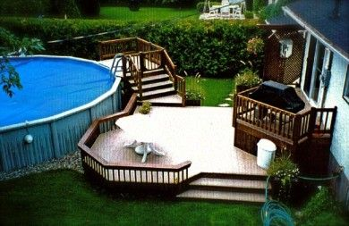 Un escalier d 39 acc s construit dans le prolongement de la for Construire deck piscine
