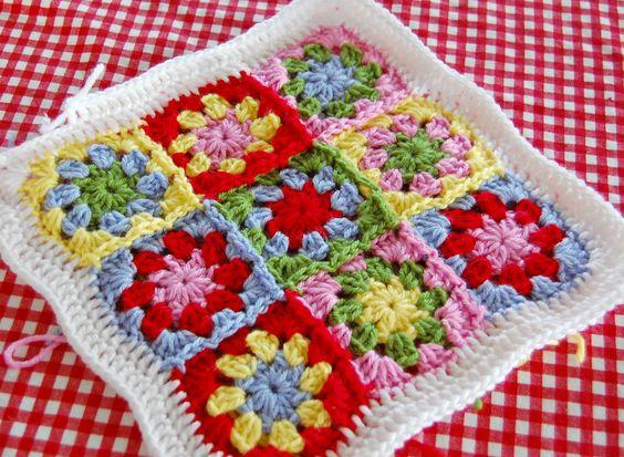 Hopscotch Lane´s Summer Pillow based on Attic 24`s Summer Garden Granny Square. Pattern here http://attic24.typepad.com/weblog/summer-garden-granny-square.html