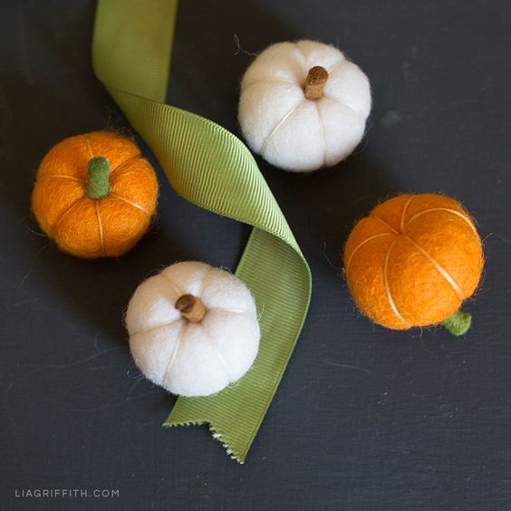 These mini felt pumpkins make great fall decor! And they're perfect for Halloween, too. Check out our photo tutorial to make your own DIY pumpkins.
