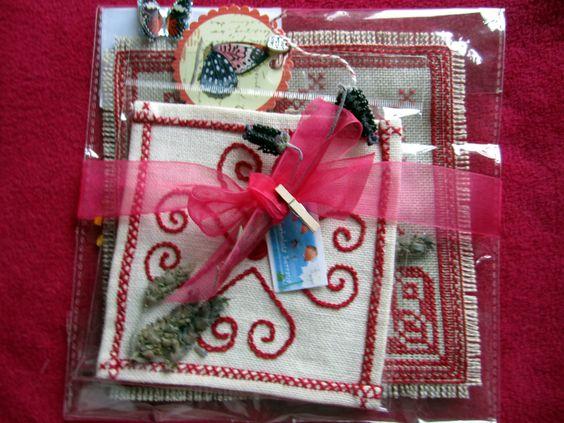 azulejos bordados a ponto de cruz e bordado tradicional