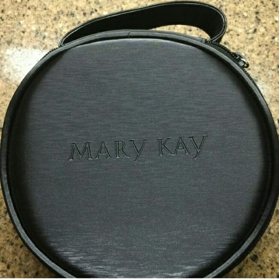 Mary Kay NIB cute make up case with flip up mirror!!???? hat box shape, but smaller for make up!! So cute & practical for everyday use!! See size on plates, 3rd photo salad plate, 4th photo on dinner plate. Mary Kay Makeup Brushes & Tools