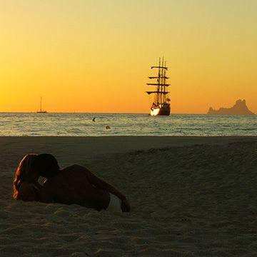 ¿Quieres saber cuáles son los mejores atardeceres de #España? #atardecer #fotografías #spain #costas #playas #viajes #enpareja