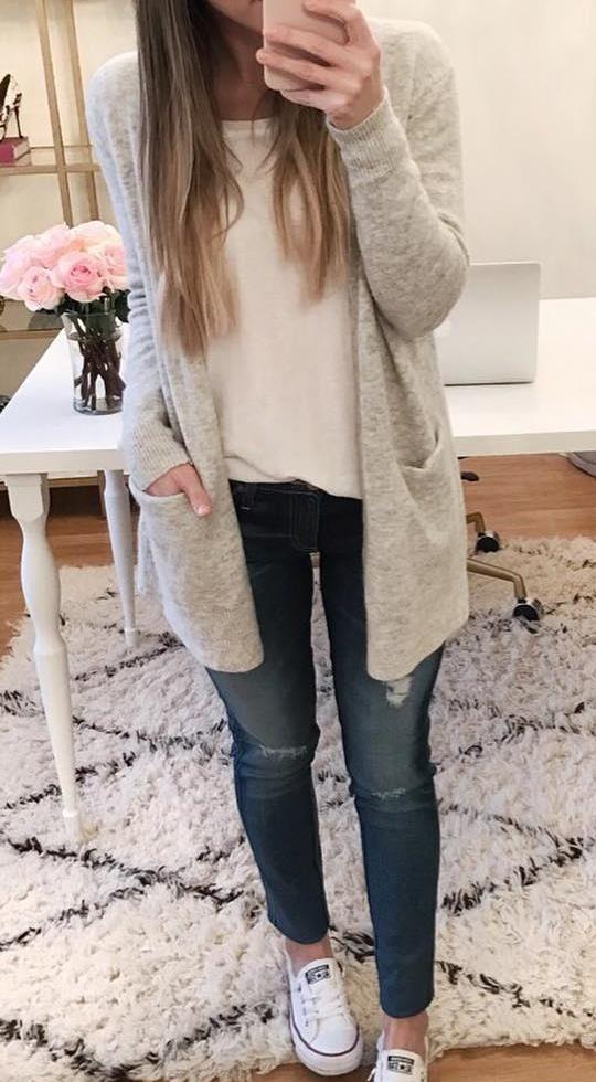 Cárdigan gris con pelo   Fluffy sweater, Grey cardigan, Sweaters