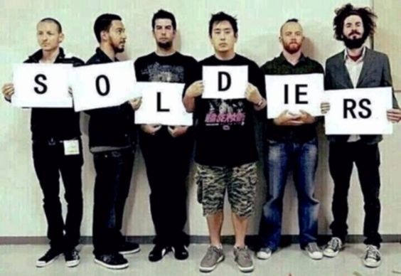 Are you a Linkin Park Soldier? If you are,JUST PIN this picture! ks😋🎧🎸🎹🎤💿💂lp