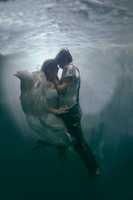 Underwater Love – Incredible Shoot by Wedding Photographer Rosie Anderson