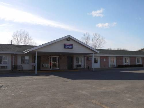 American Inn & Suites Boone (Iowa) Serving a daily continental breakfast, this Boone, Iowa motel is 5 minutes' drive from Cedar Pointe Golf Course. Free WiFi access is available in each guest room.  Cable TV with HBO is included in every room at American Inn & Suites.