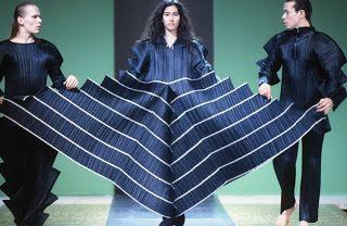 Las telas plisadas ayudan a que el vestido sea flexible y versátil sobre el cuerpo.