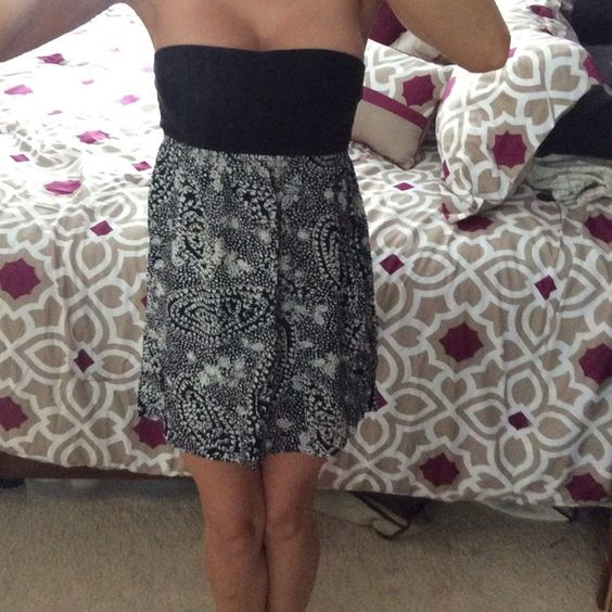 Roxy Strapless dress Love this dress! Great for throw on or even a swim coverup! In great condition. No trades Roxy Dresses Strapless