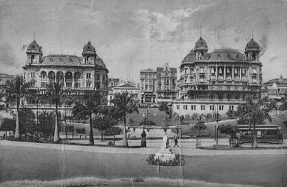 Primeira metade do século XX - Vale do Anhangabaú. Ao fundo os dois palacetes Prates.