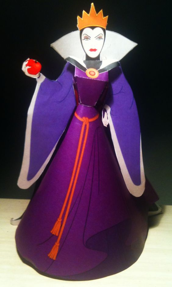 """""""Evil Queen"""" From """"Disney's Snow White And The Seven Dwarves"""" Papercraft"""
