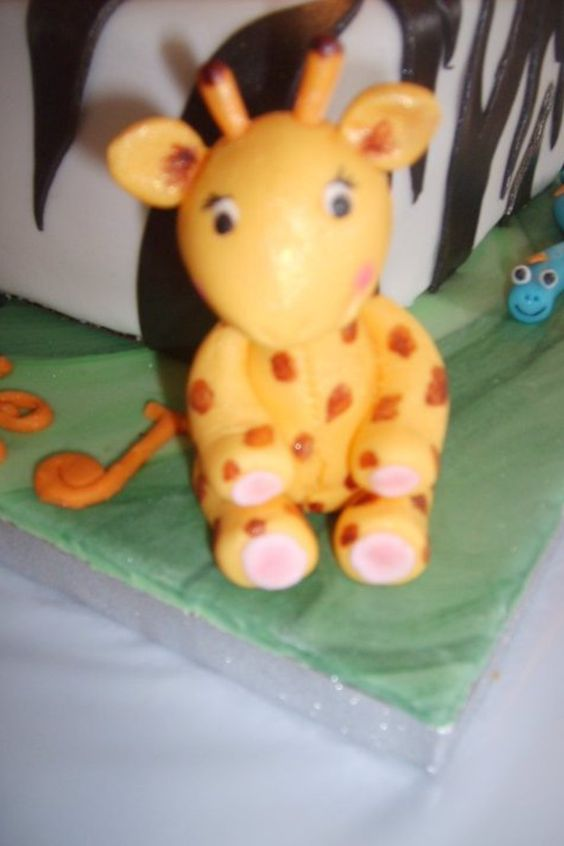 Jungle/safari birthday cake giraffe animal