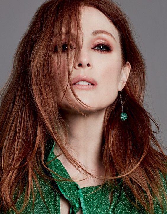 Nossa cover girl Julianne Moore tem um tom de ruivo cobre (Foto: David Roemer)