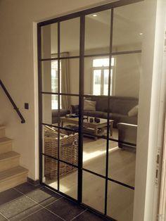Woonkamer - smeedijzeren dubbele deur, maar zou natuurlijk ook in aluminium kunnen.