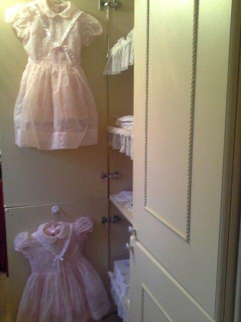 Les robes roses  des petites soeurs année 1950