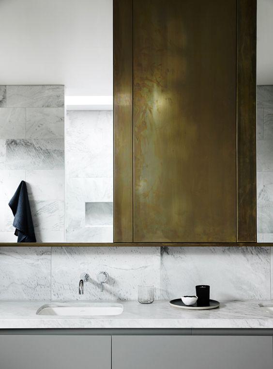 Bathroom // Bronze marble white details / Balwyn House | BATHROOM ...