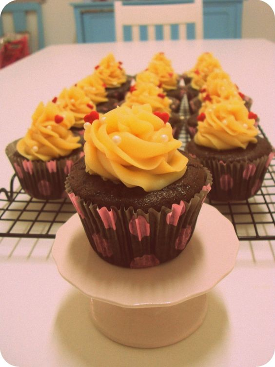 cupcake bom bom de morango