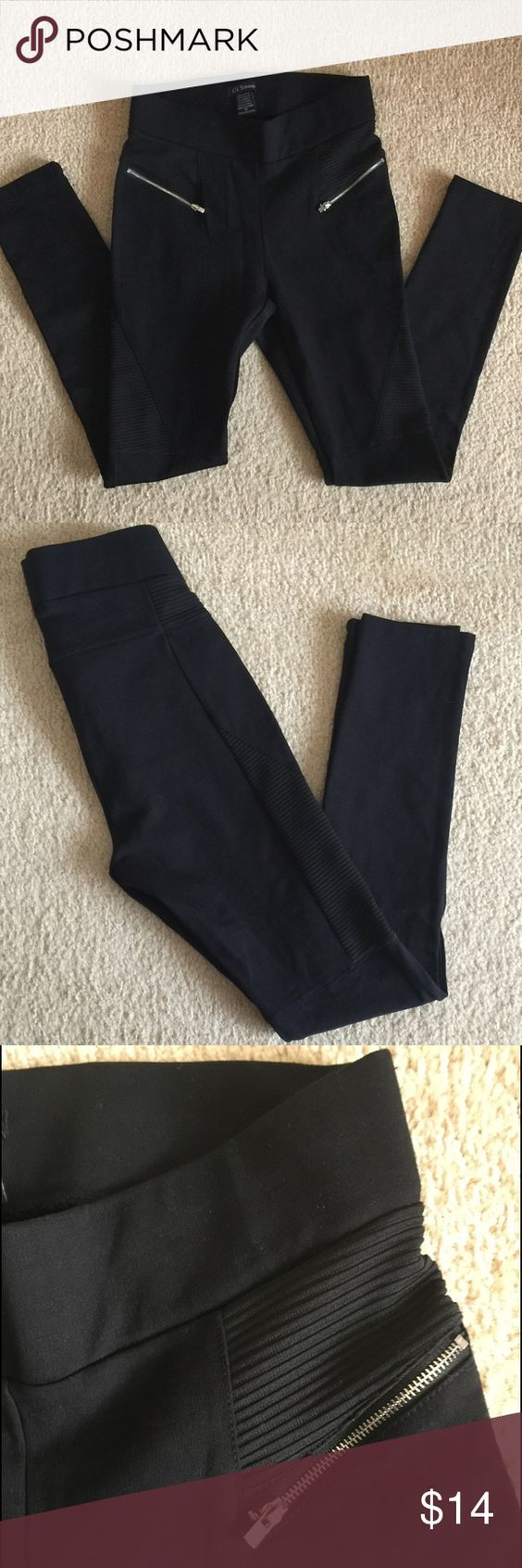 🚨SALE🚨 Ci Sono Leggings Black leggings with silver zippers!! Textured details by the zippers around the waist and side of the knees going up the thigh!! Trendy n comfy!! Too tight on me!! Only wore it once. Excellent condition!! Pants Leggings