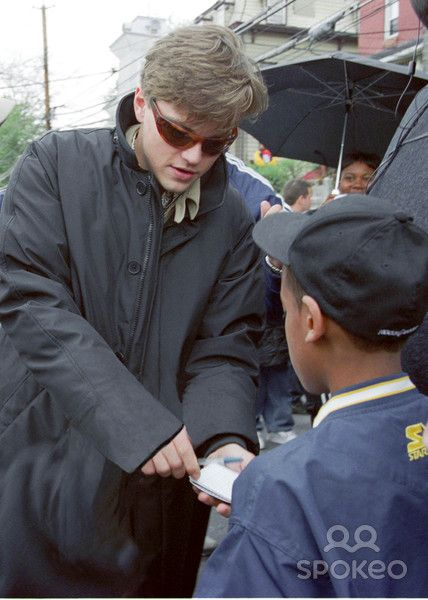 """Photo by: Henry Lamb/Photo Wire STAR MAX, Inc. 2002. 4/30/02 Leonardo DiCaprio on the set of """"Catch Me If You Can"""". (NYC)"""