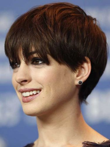 Anne Hathaway Short Brunette Brown Shaggy Pixie With Full Bangs Haircut For Thick Hair Short Hair Styles Thick Hair Styles