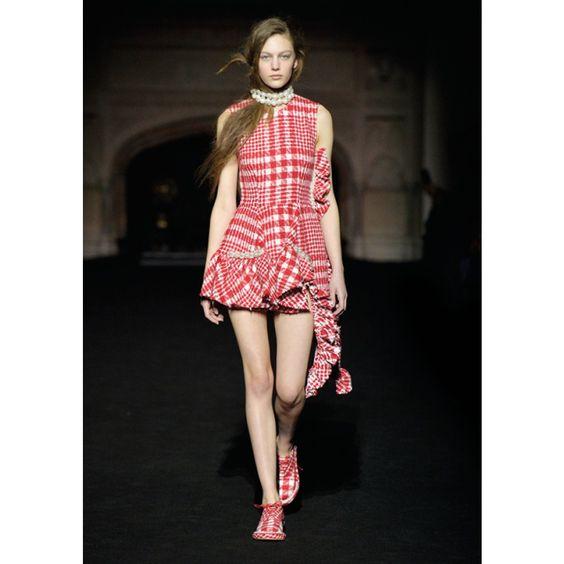 Tweedkleid mit Perlenbesatz ► Simone Rocha ◊