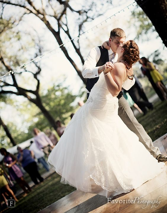 Wonderful First Dance Dip | Outdoor Reception | Florida Country Wedding Photographers | © Favorite Photography