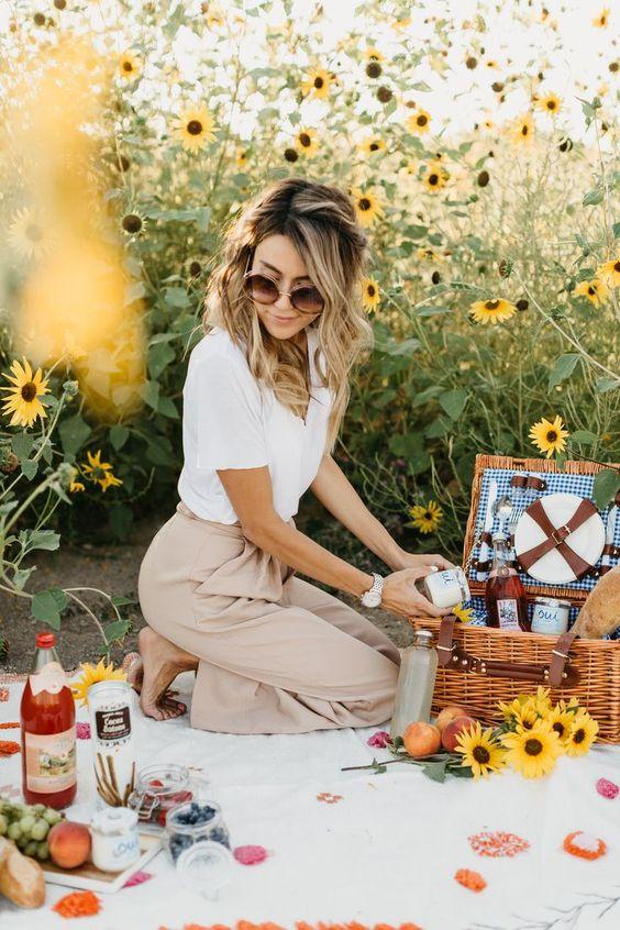 Sunflower Fields http://www.hellofashionblog.com/2017/09/oui-yoplait.html #MakeupCafe