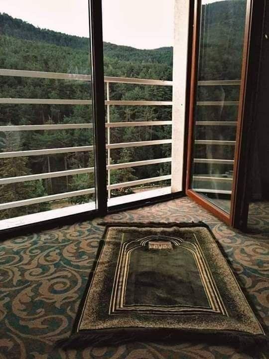 قيل لي يوم ا أنت قوي لم أكن أعي معناها كنت أعتقد أن القوة مرادف القسوة اللامباﻻة و أيقنت أن القو Mosque Art Quran Wallpaper Muslim Prayer Room Ideas