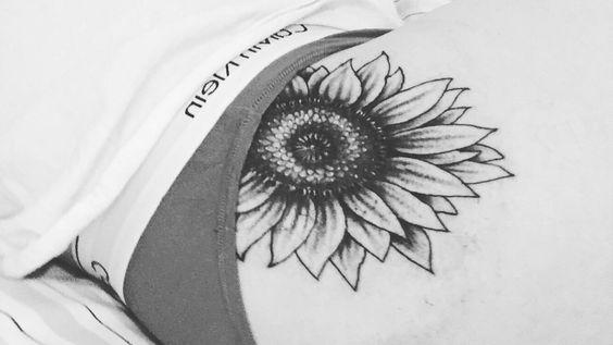Sunflower Tattoo #sunflower #tatt #tattoo #cutetattoos #girly #flowers #pretty