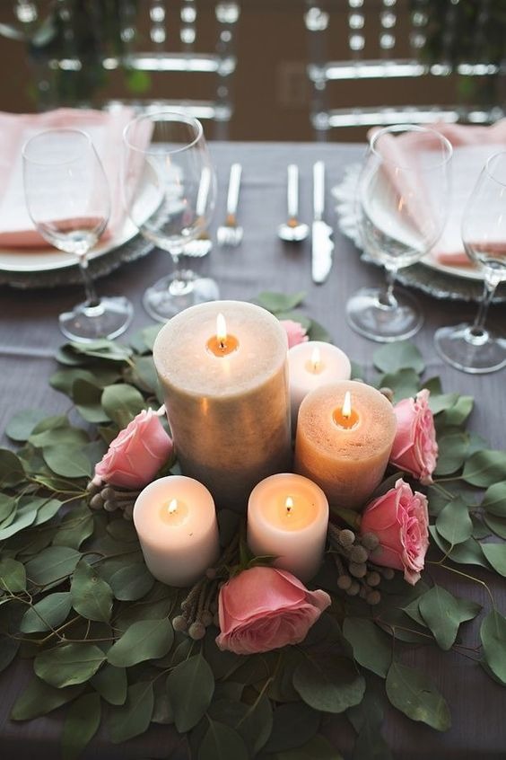 Romantic candlelight for an elegant wedding table