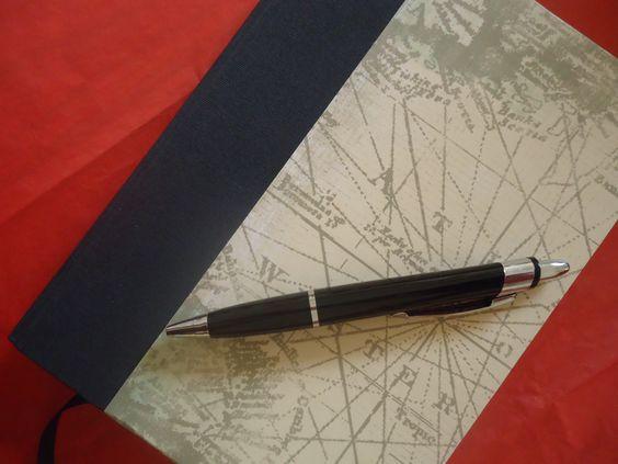 Diario de Viaje. Con sobre interno, notas, info sobre el vuelo, estadía, mapa de tu destino. Organizá tus visitas y gastos en un solo cuaderno!