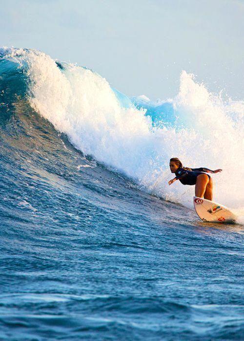 Surf4living Alana Blanchard Surfergirl Girlsurfer Alanablanchard Surf4living Alana Blanchard Surfergirl G In 2020 Surfing Pictures Alana Blanchard Surfing Waves