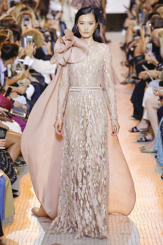 Elie Saab Fall 2018 Couture Fashion Show Collection: See the complete Elie Saab Fall 2018 Couture collection. Look 21