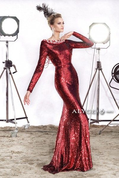 مدل لباس شب طرح ماهی با یقه پشت گردنی سنگ دوزی با رنگ قرمز