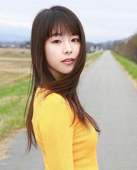 黄色い洋服の唐田えりか