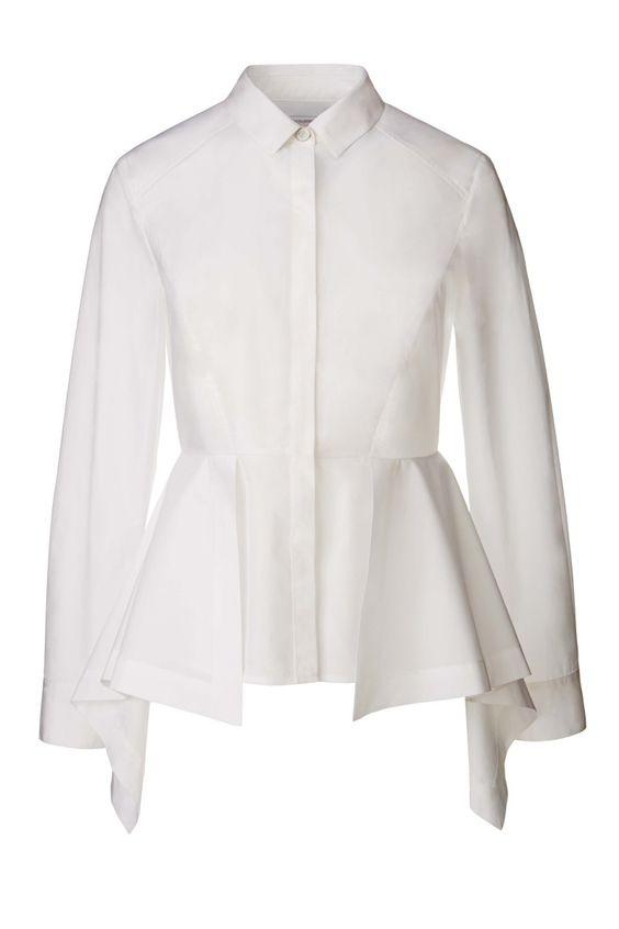 Camisa blanca con volante en la cintura
