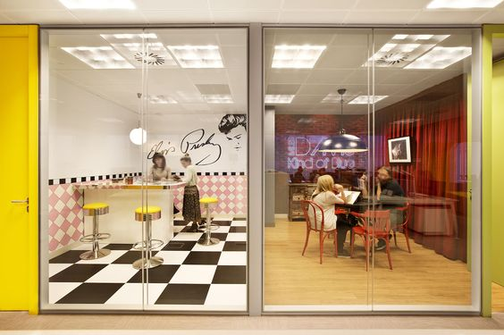 espacios reuniones oficinas de Sony Music