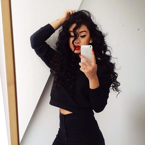 Imagen vía We Heart It https://weheartit.com/entry/149149014 #beauty #black #blackandwhite #body #fashion #girl #hair #outfit #outfits #pale #white #woman