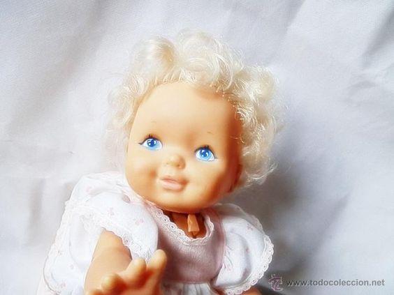 preciosa muñeca  bebe que gatea , de famosa, mide 35 cm