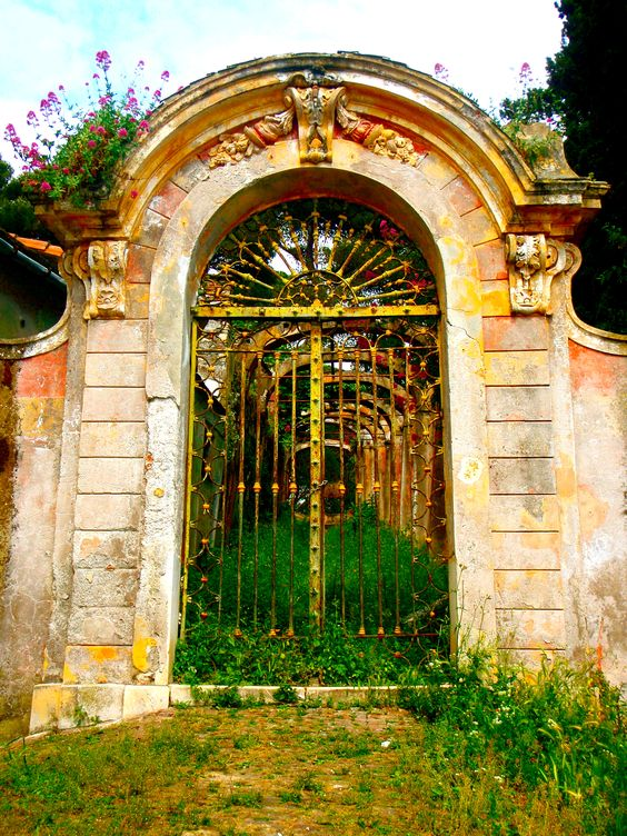 Beautiful gate in Santa Margherita Ligure >> PortofinoWorld.com a World apart.