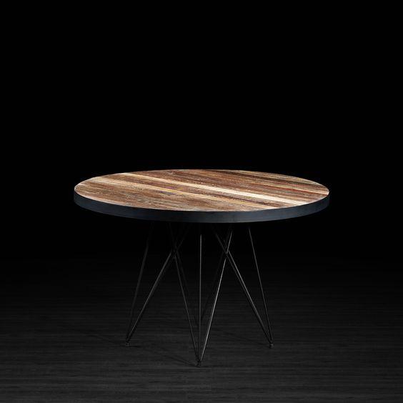 Table ronde en teck recyclé avec pattes en métal