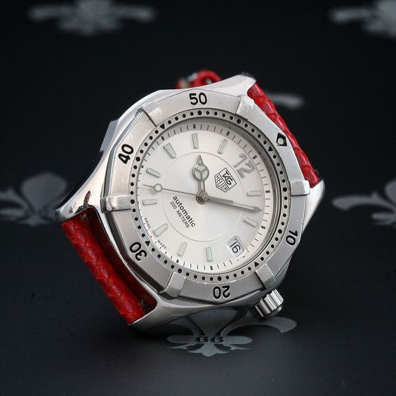 Diving watch 200m and tag heuer on pinterest for Tag heuer divers watch