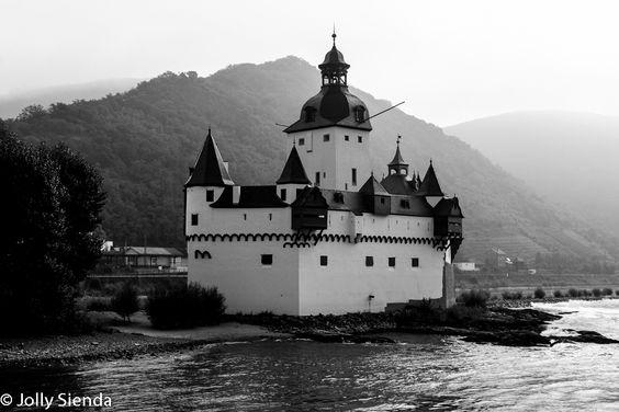 Rhine River Castle. Photo credit Jolly Sienda Photography.