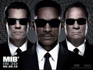 En Men in Black 3, los agentes J (Will Smith) y K (Tommy Lee Jones) regresan... pero esta vez al pasado. J ha visto muchas cosas inexplicables en sus 15 años con los Hombres de Negro, pero nada, ni siquiera los extraterrestres, lo dejan tan perplejo como su hosco y reticente compañero. Pero cuando la vida de K y la suerte del planeta se ponen en juego, el agente J deberá retroceder en el tiempo para enderezar las cosas. J descubre que existen muchos secretos del universo que K jamás le contó…