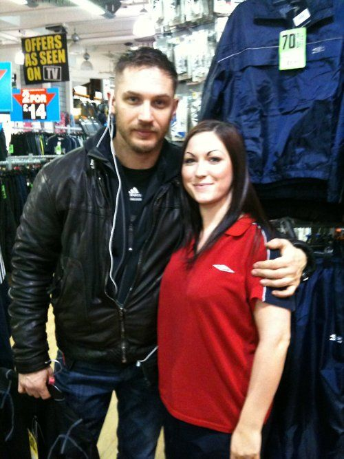 a fan...meeting the gorgeous tom hardy on tuesday 15th of feb in leeds west yorkshire! she said he was really humble and sweet. Pretty JELOUS  We are ALL jealous here! Out buying sportswear in Leeds, who would have thought? With his iPod & Blackberryas only company. Sucha darling. :)