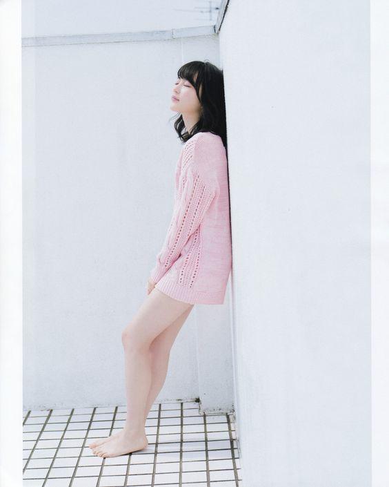 ピンクニットの生田絵梨花