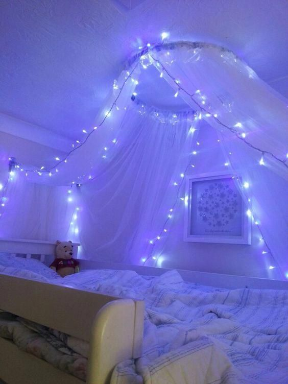 4 Ideas To Install A Light Garland In A Room Led Lighting Bedroom Fairy Lights Bedroom Girl Bedroom Decor