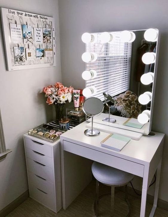 Amazing Bedroom Vanity Ideas To Try Out 50 In 2020 Stylish Bedroom Vanity Set Up Makeup Table Vanity
